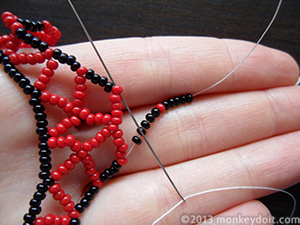 String 5 beads A, one B and 5 beads A again and go through the tip of the neighbouring chevron